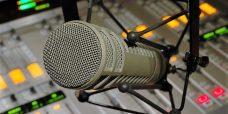 Live radio  uitgezonden in de straat